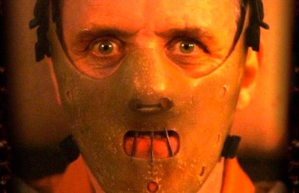 Une seule partie du visage couverte, une bouche en prison, Hannibal Lecter ne serait pas si effrayant sans son masque.
