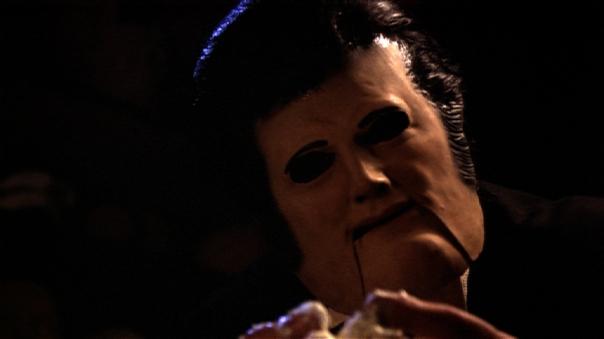 La bouche désarticulée des masques humains du film Tourist Trap